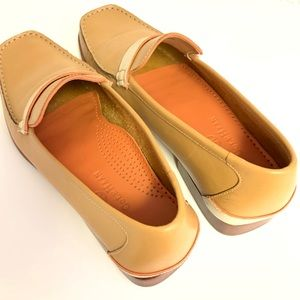 Flat shoes by COLE HAAN